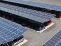 Parcheggio auto in batteria con pannelli fotovoltaici